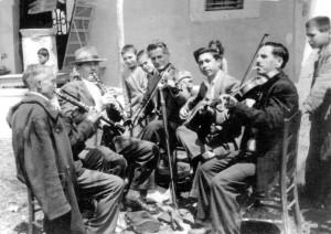 Αναμνήσεις από αξέχαστα γλέντια στο χωριό. -Χατζίνας βιολί, Φουρλέκας κλαρίνο κ.α.